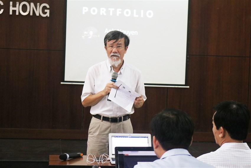 PGS.TS. Trần Văn Lăng giới thiệu về buổi giao lưu.
